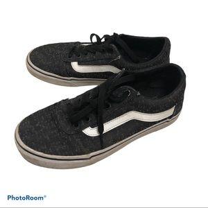 ✨2 for $20 Vans sneakers✨